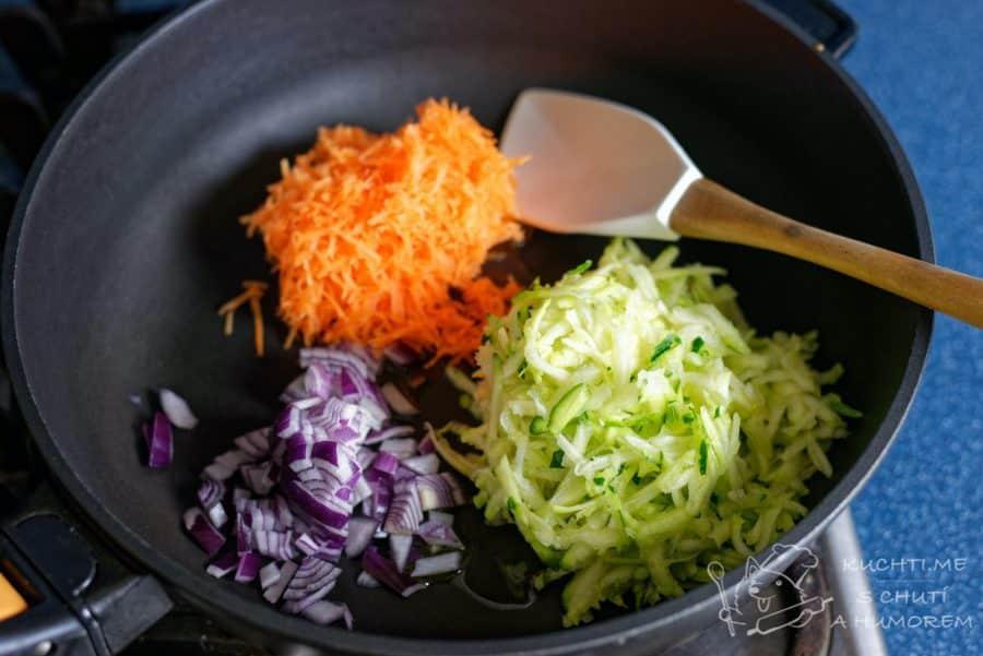 Sekaná se zeleninou - zeleninu si osmahneme na troše oleje