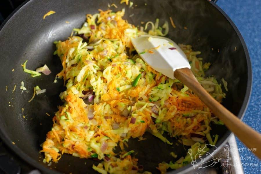 Sekaná se zeleninou - restujeme přibližně 5 minut