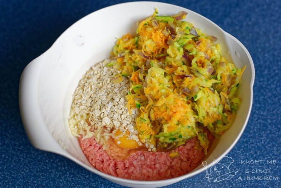 Sekaná se zeleninou - smícháme všechny ingredience