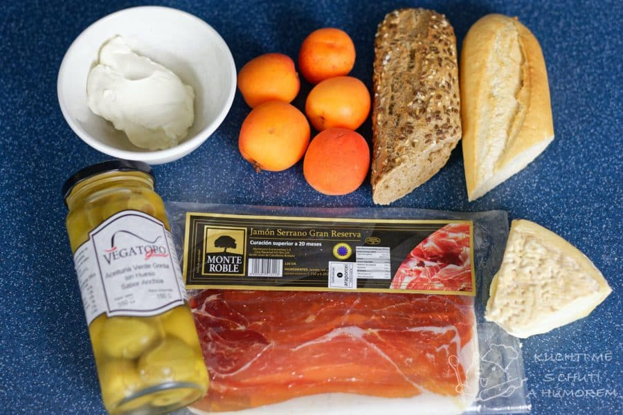 Výborné španělské tapas s jamonem a meruňkou - pár dobrot po kupě
