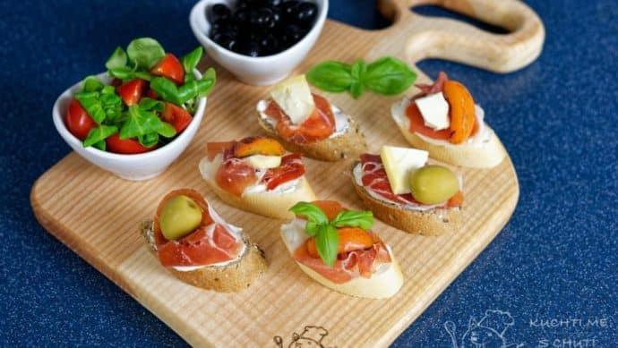Výborné španělské tapas s jamonem a meruňkou - nádhera na talíři