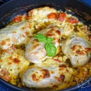 Kuřecí prsa v bazalkovo-rajčatové omáčce