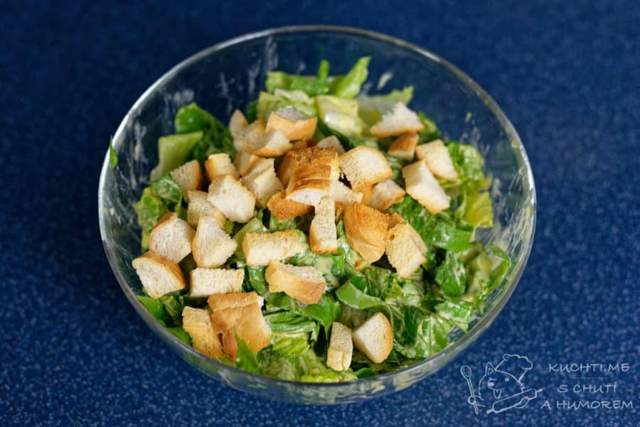 Klasický caesar salát - přidáme křupavé krutonky