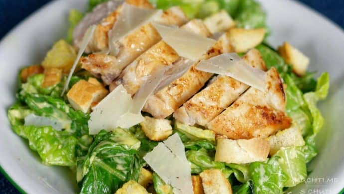 Klasický caesar salát s kuřecím prsem