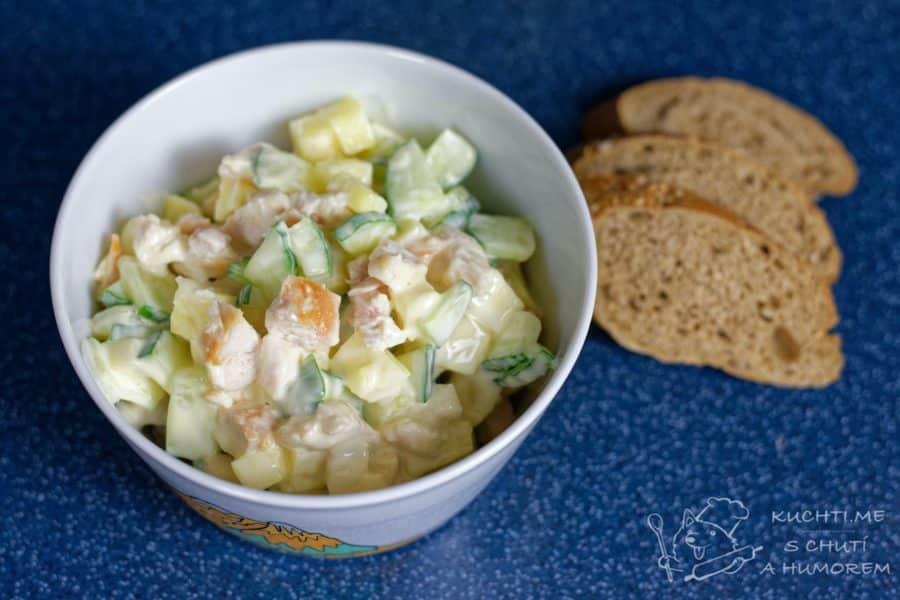 Hlavní fotka k receptu Salát s kuřecím masem, ananasem a okurkou