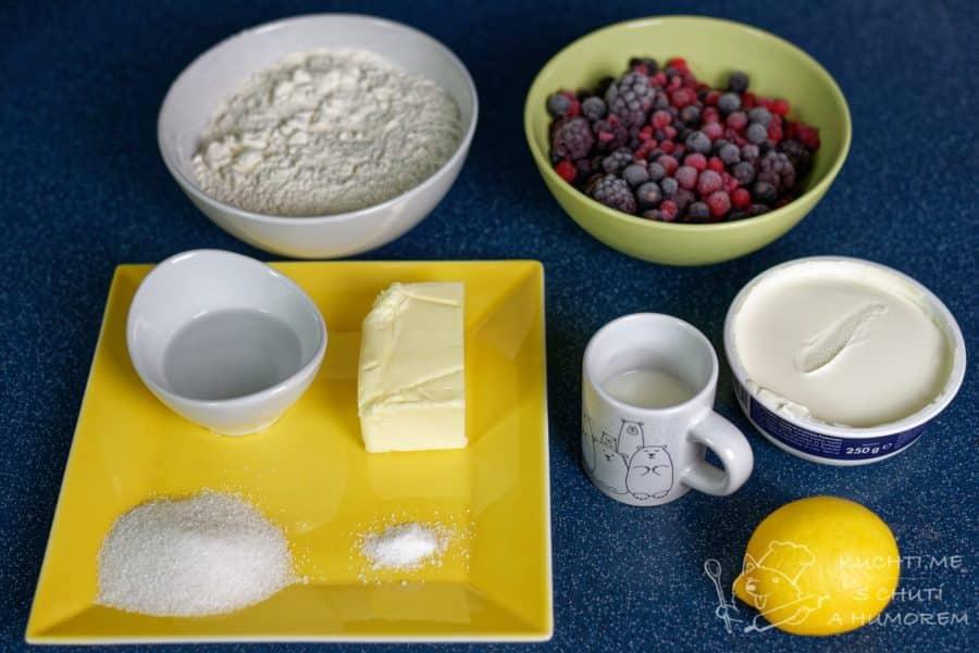 Křehký koláč se skořicovo-mascarponovým krémem a ovocem - ingredience