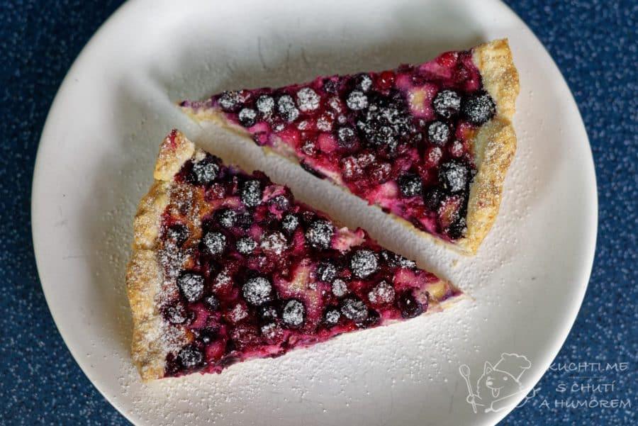 Hlavní fotka k receptu Křehký koláč se skořicovo-mascarponovým krémem a ovocem