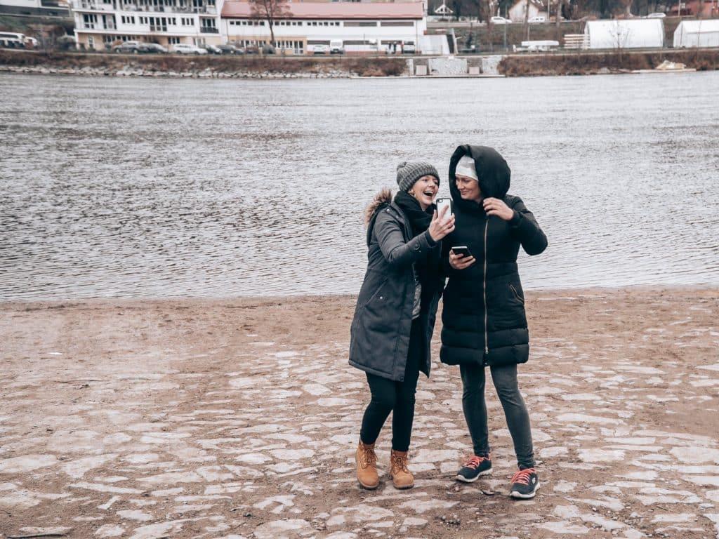Těsně před koupelí ve Vltavě - dosažen hithitový milník