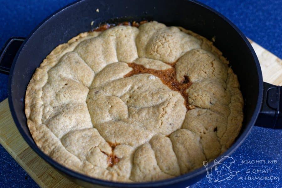 Obrácený jablečný koláč - pečeme přibližně 30 minut