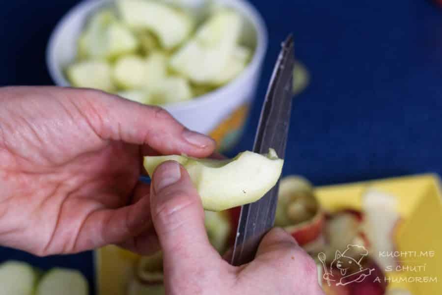 Obrácený jablečný koláč - jablka nakrájíme na šestiny