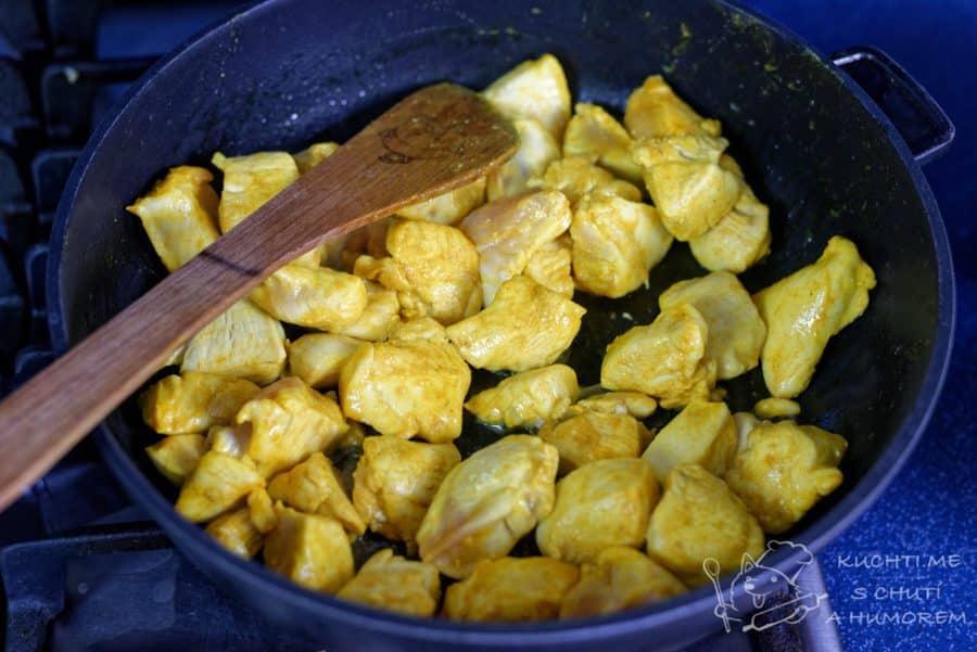 Máslové kuřátko neboli butter chicken - kuřecí maso zprudka opečeme na pánvi