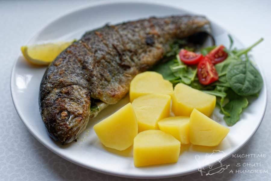 Pstruh s libečkem a pestem z medvědího česneku - ryba s upřímným pohledem