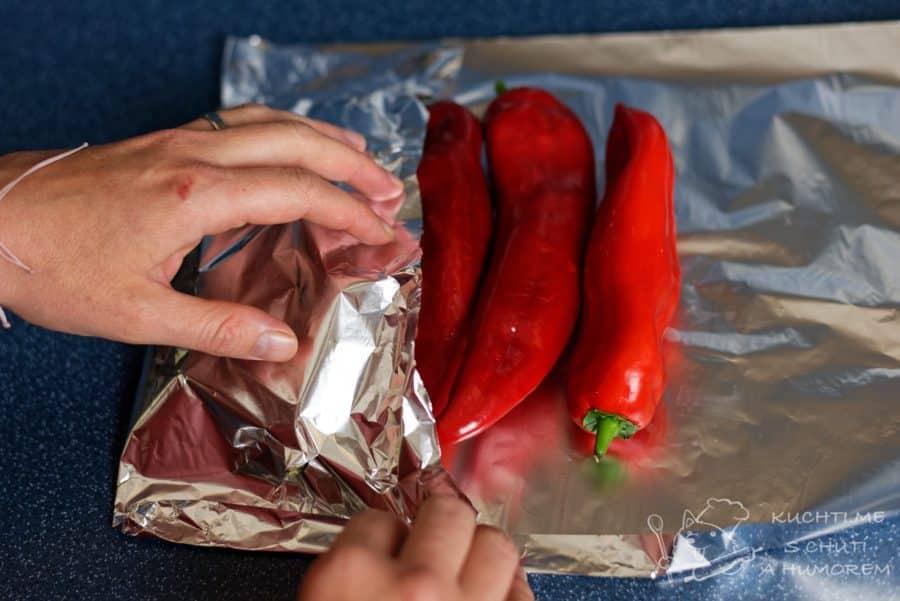 Dip z pečených paprik - papriky zabalíme do alobalu