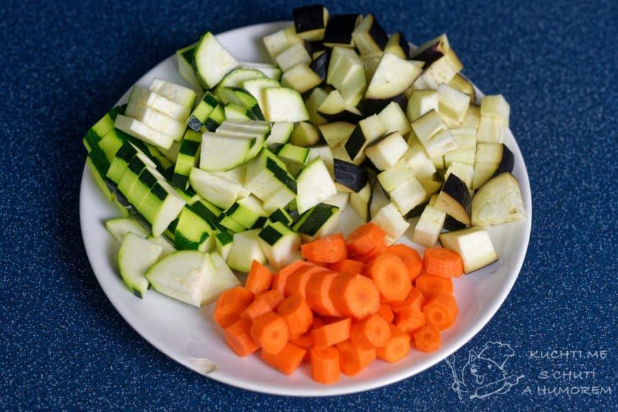 Zelenina připravená metodou sous vide - vše nakrájíme na kostičky