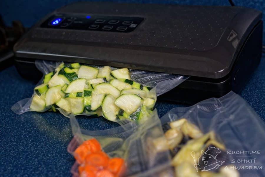Zelenina připravená metodou sous vide - zeleninu zavakuujeme