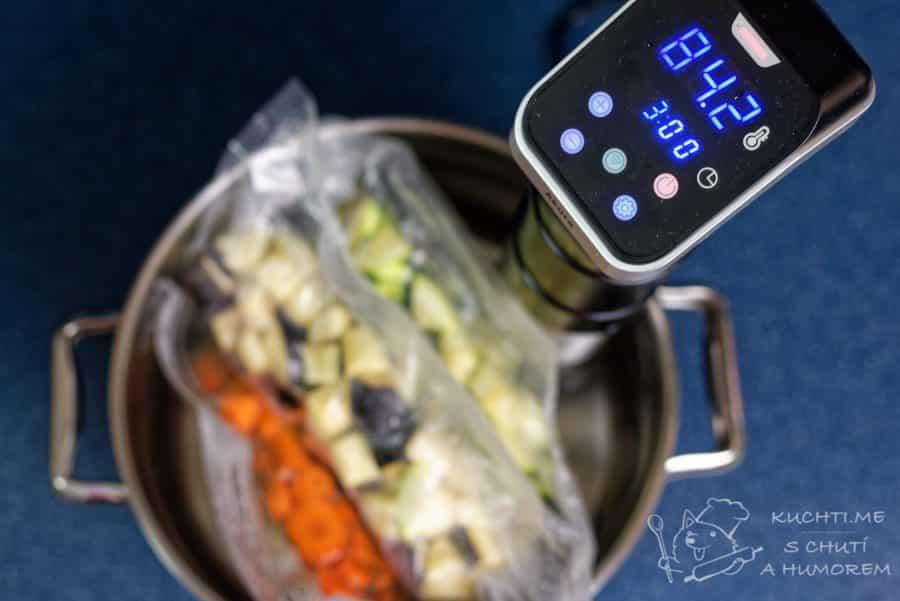 Zelenina připravená metodou sous vide - teplotu nastavíme na 84,2 °C