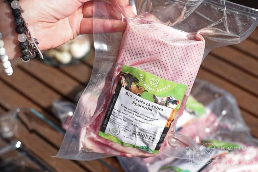 Grilovaná žebra s jemnou sladko-slanou marinádou - kvalitní maso je základ