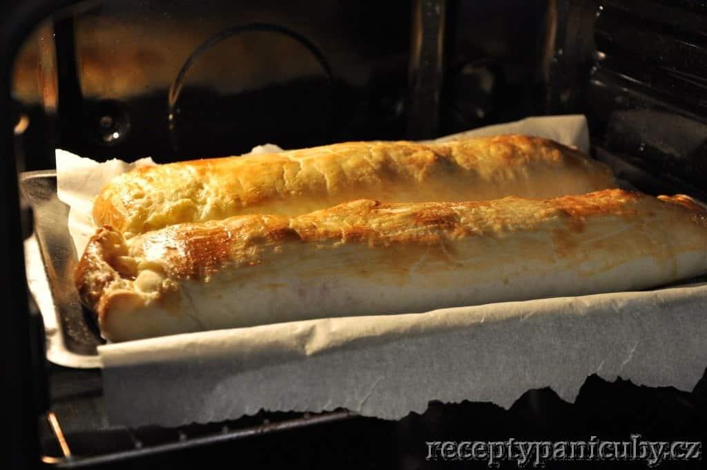 Slaný štrůdl se šunkou, sýrem a cibulí - A takto už jo, šup s ním ven!